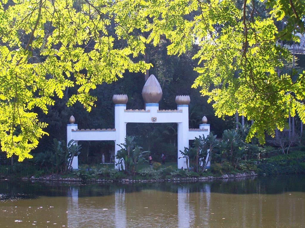 W tej części parku mieszczą się prochy Ghandiego.