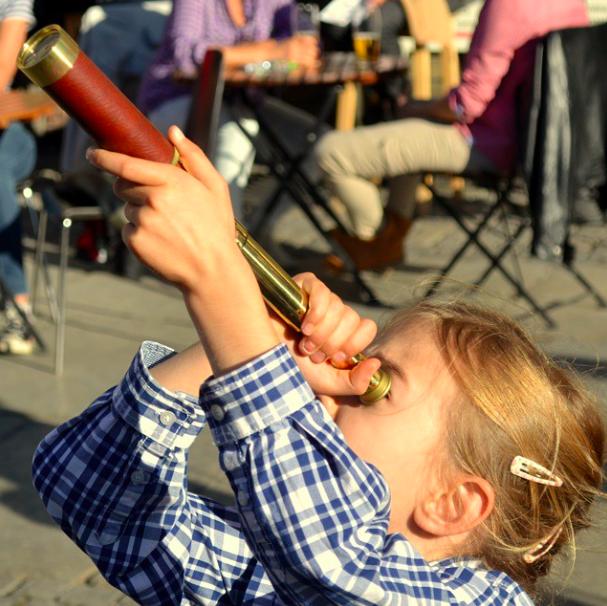 Dzieci zwiedzają Poznań