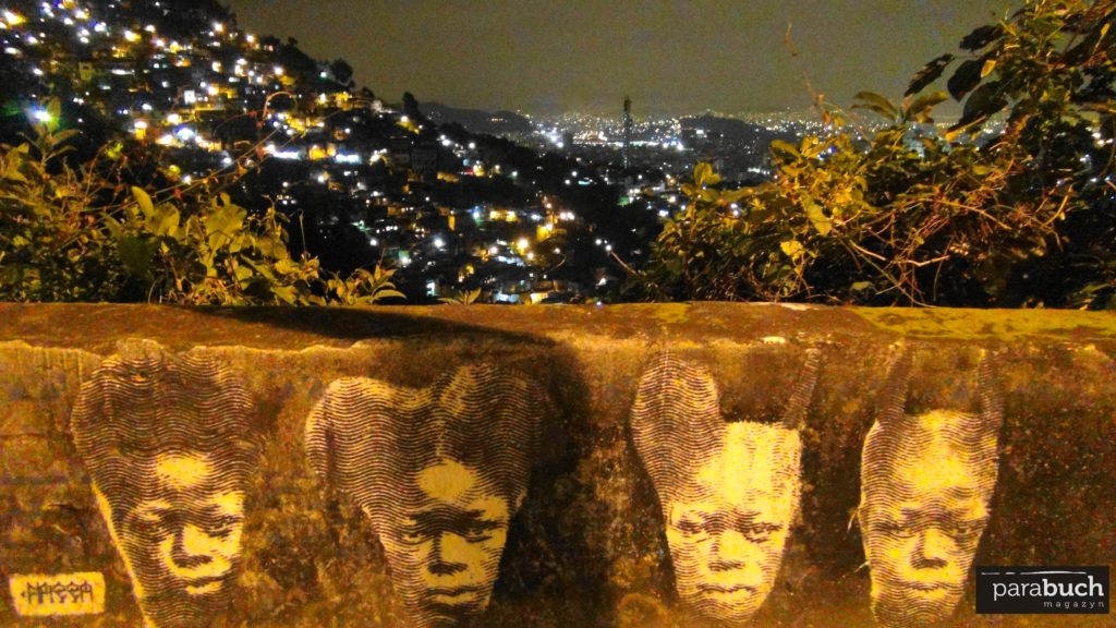 Widok na fawele ze wzgórza świętej Teresy w Rio de Janeiro.